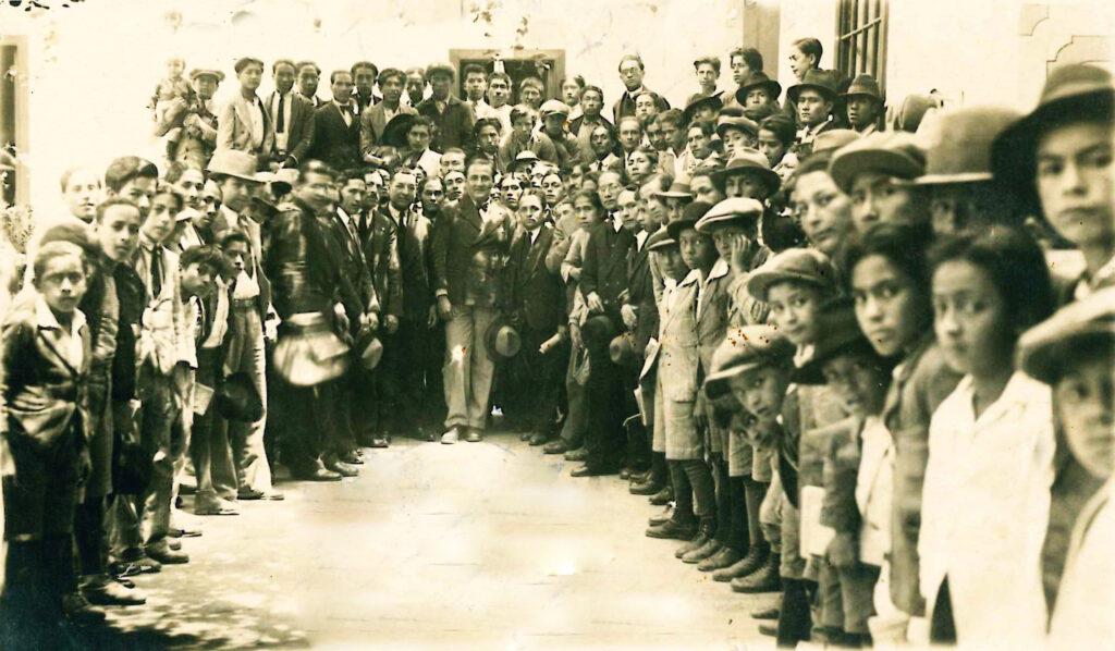 Víctor Raúl Haya de la Torre en campaña electoral 1931
